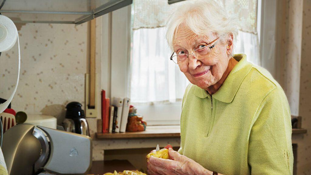 бабушка с артритом